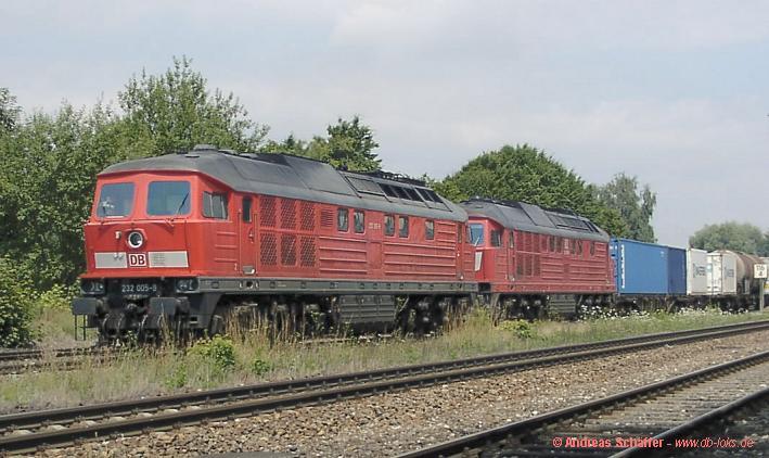 232 005 und 677 mit TC 45645 in Laupheim